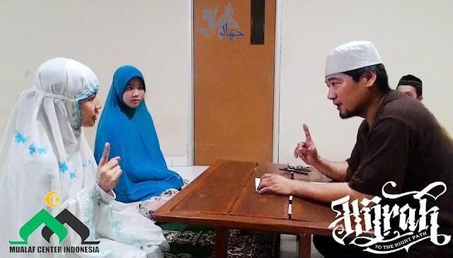 Felisia, Pramugari Cantik Putri Missionaris Ini Akhirnya Masuk Islam