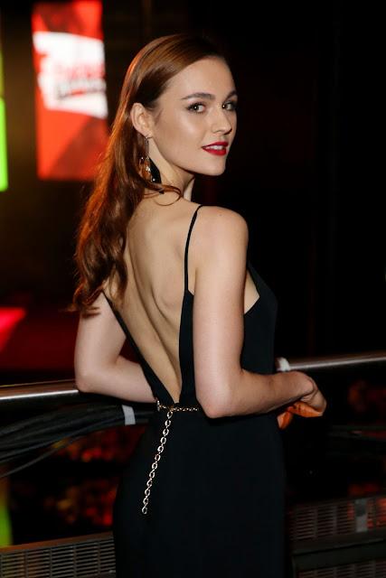 Sophie Skelton braless