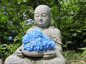 花想い地蔵とアジサイ