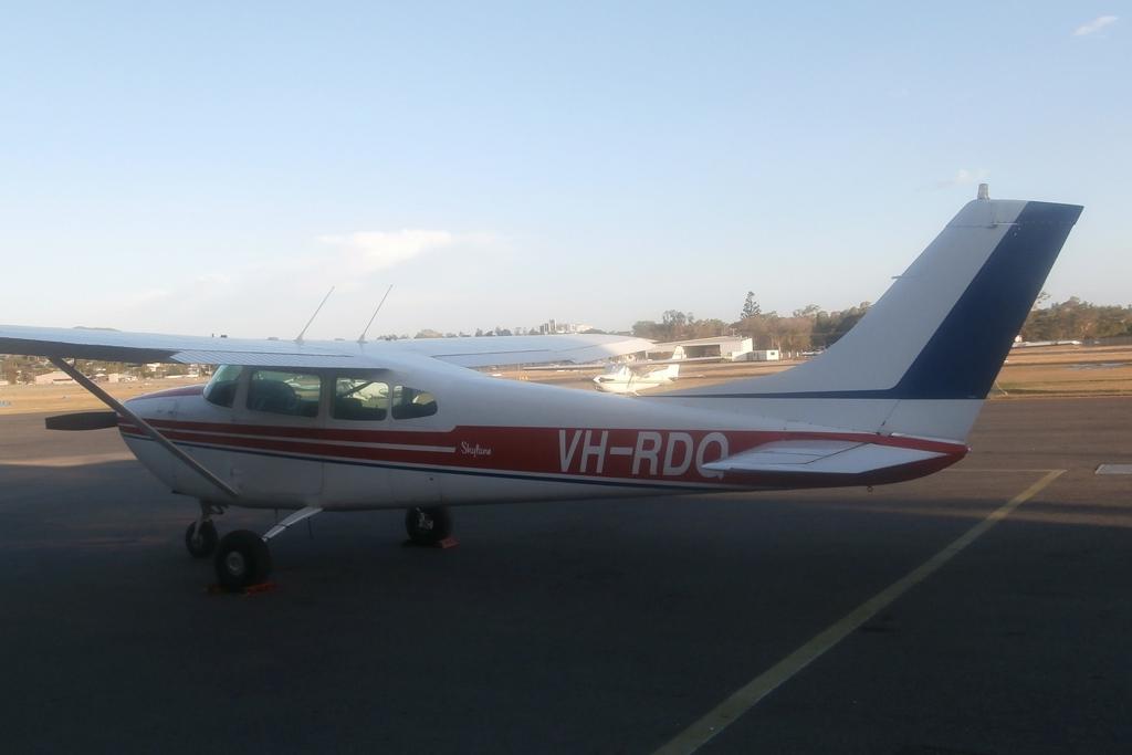 M Bel Airport central queensland plane spotting mcdermott aviation heli lift australia bell 214b 1 big