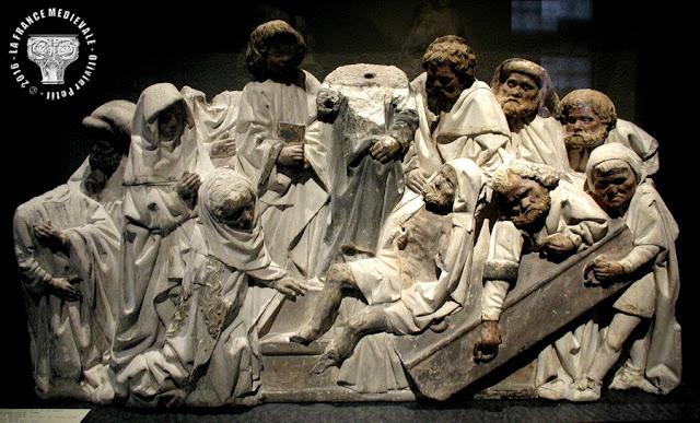 AUTUN (71) - Musée Rolin : Haut-relief de la Résurrection de Lazare (XVe siècle)