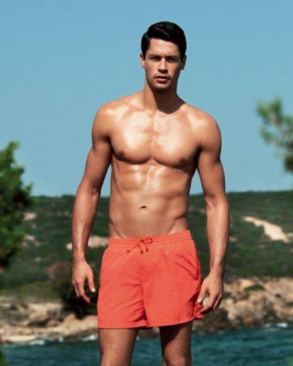 Shirtless Men On The Blog: Ross Linton Shirtless