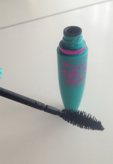 maybelline-volum-express-mascara-review-brush