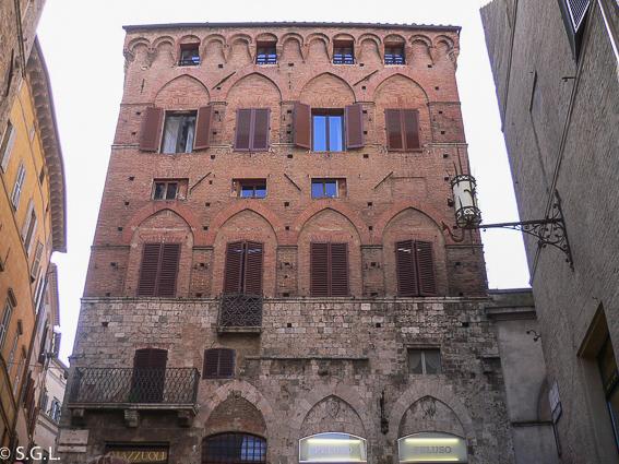 Callejeando por Siena, una ciudad medieval en la Toscana