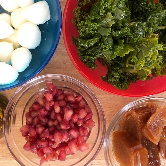 Ensalada de granada, membrillo y queso fresco