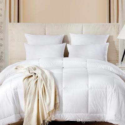 مفرش سرير فنادق ابيض مربعات