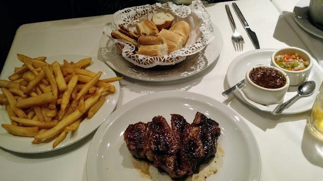 Bife de Ancho, Chorizo e cubiertos. O que saber antes de escolher um restaurante na Argentina?