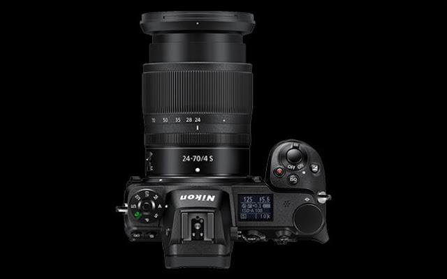 Kamera Nikon Z6 dengan lensa Nikkor