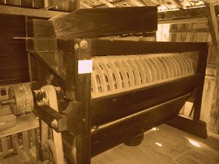 A Peneira Separava a Farinha do Farelo, no MALO, Museu ao Ar Livre de Orleans