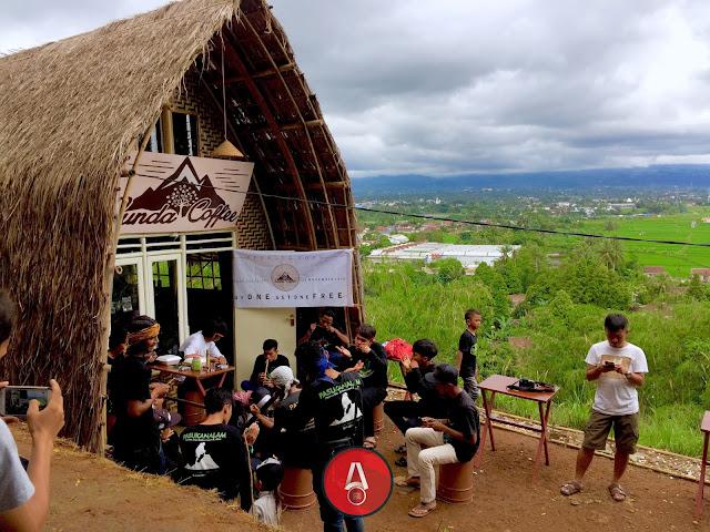 http://awasdisini.com - Sensasi Minum Kopi Di Puncak Gunung Sunda