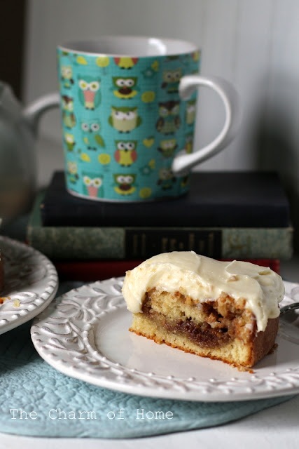 Cinnamon Roll Cake: The Charm of Home