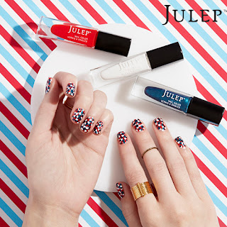 How to paint your nails in a patriotic theme