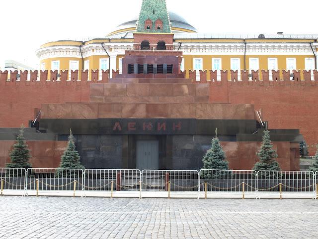 Red Square, Museum of the Great Patriotic War, Second World War, ww2, wwII, soviet, soviet union, USSR, CCCP, Russia, Moscow, History, Mayakovskaya, Novoslobodskaya, Elektrozavodskaya Shosse, Entuziastov, Nakhimovsky Prospekt, Park Pobedy, Ploshchad Revolyutsii, Victory Park, Prospekt Mira, Kievskaya, Komsomolskaya, socialist realism, hammer & sickle, Lenin, St. Basils Cathedral, Moscow Opera House, The Bolshoi theatre, opera, ballet, Bunker 42, museum, cold war, star, revolution, Lenin's Mausoleum, UNESCO, The Kremlin