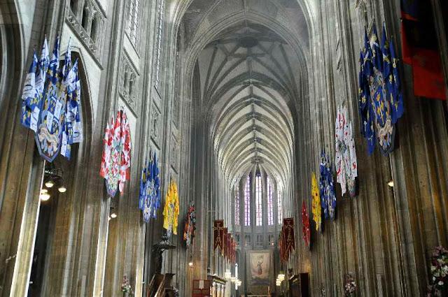 Catedral de Orleans enfeitada pelo 600º aniversário da nascença