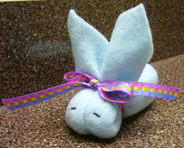 How to make a bunny from a washcloth tutorial.