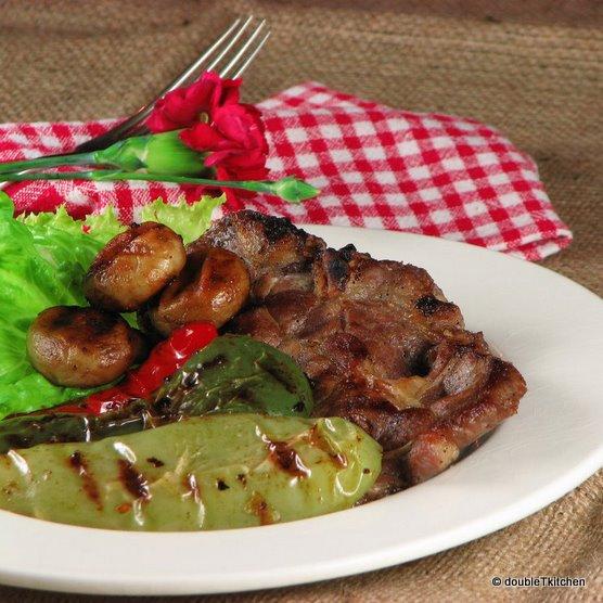 svinjska vratina i povrće s grila