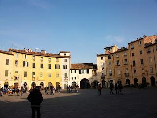 Lucca's oval Piazza dell'Amfiteatro