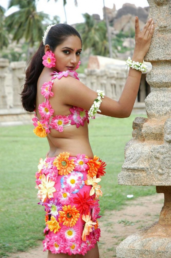 Ragini Dwivedi Hot Show