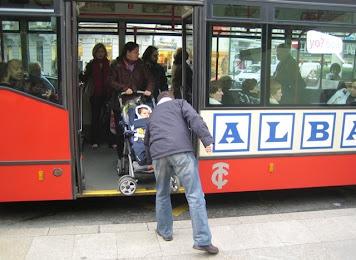 46898c874 Desde que desaparecieron los tres últimos buses con escaleras de acceso, se  desterraron también las barras verticales que dividían