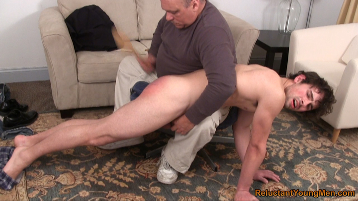 Can Mom being spank right!