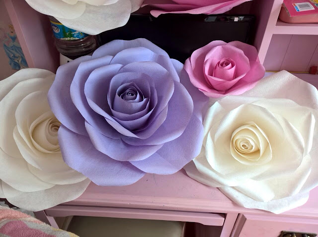 hoa hong giay trang tri tiec