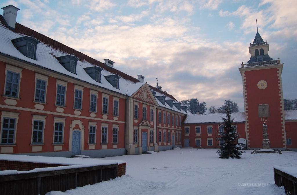 W Lidzbarku Warmińskim szkoła, graffiti oraz industrializm, w Dywitach zaglądamy do wnętrza kurhanu