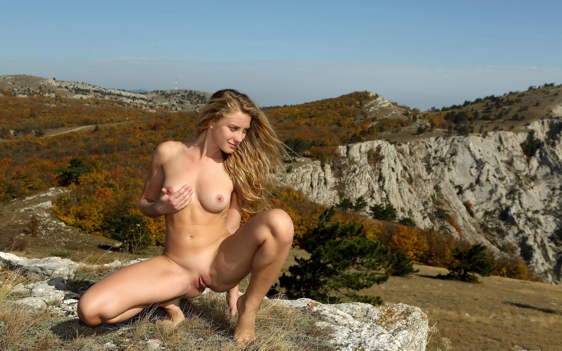 Обои голых девок на природе порно