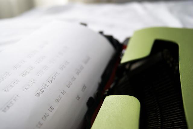 máquina de escrever - leite com biscoitos blog
