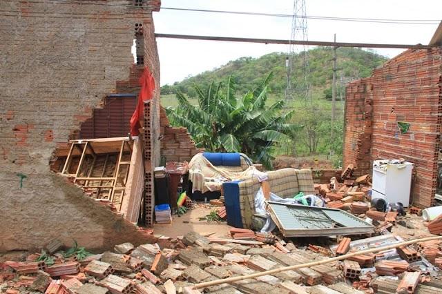 Senador Canedo: Prefeitura e Defesa Civil visitam residências atingidas pelo temporal