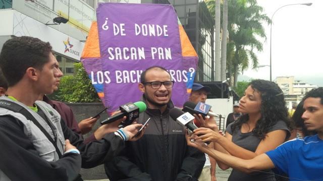 Caraqueños protestan ante el Sundde contra acoso y expropiación de panaderías