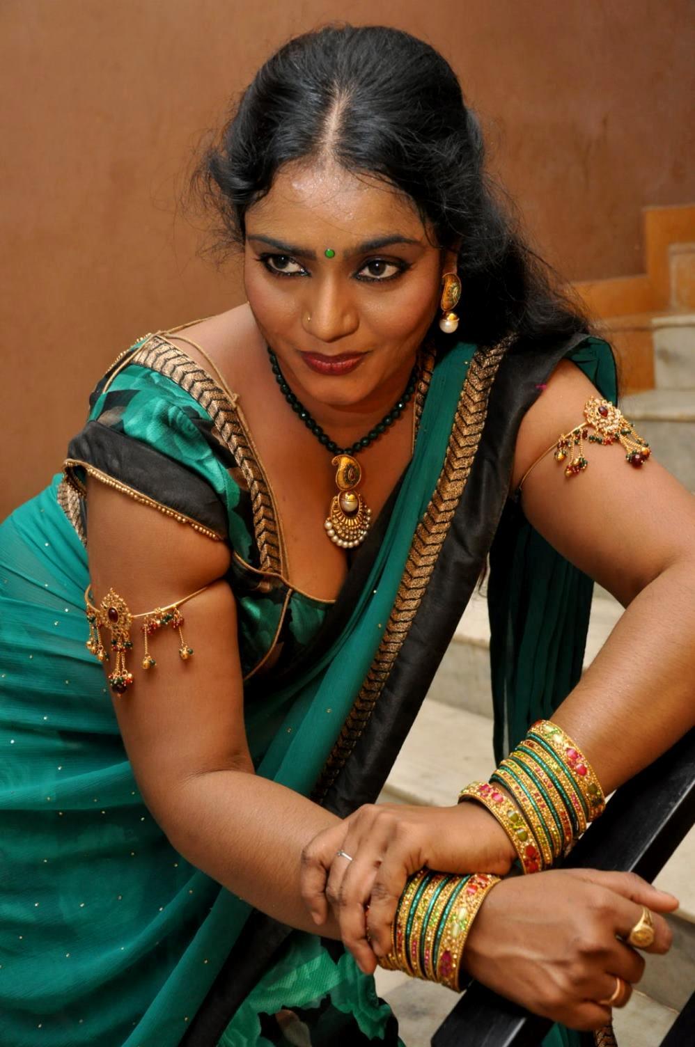 Tamilcinestuff   Supporting Actress Jayavani Hot Stills -5341