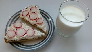 http://mamadoszescianu.blogspot.com/2017/10/produkty-mleczne-na-stole-przedszkolaka_10.html