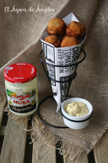 bocaditos de pollo, salsa mayonesa picante