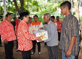 Tebar Bingkisan Lebaran ke Pemulung, Walikota Singgung Pengembangan TPA Randegan