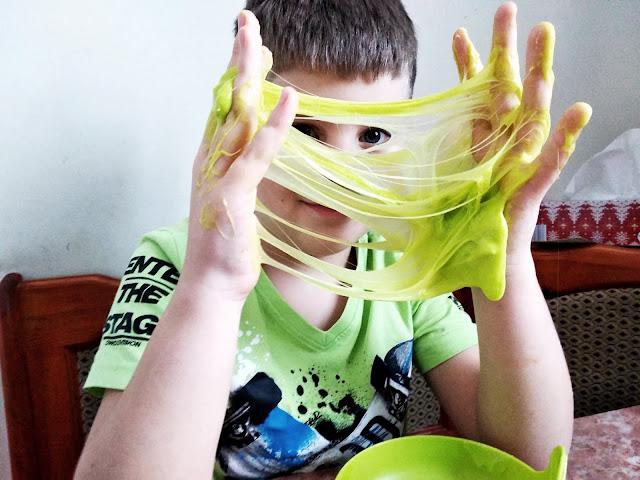 Najlepszy przepis na slime. Rozrywka dla chorowitych dzieci
