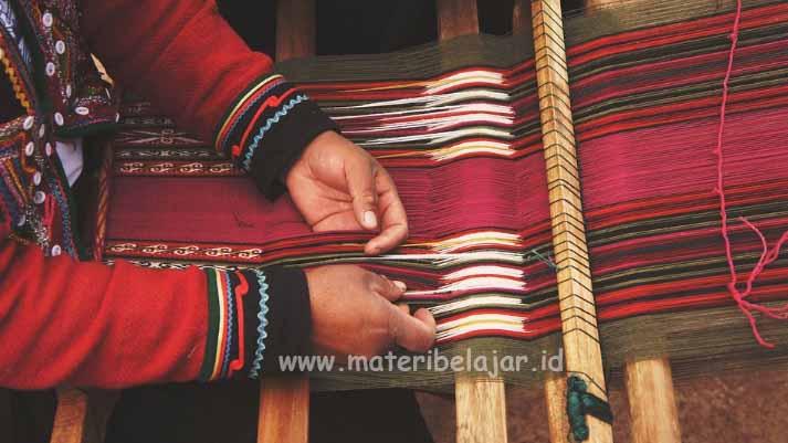 Pengertian Dan Contoh Karya Seni Kriya Tekstil Materi Belajar