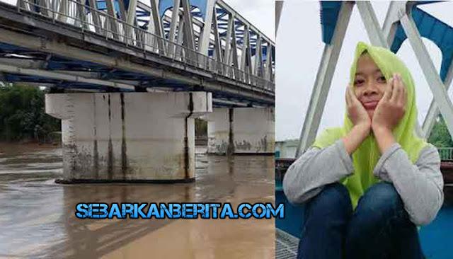 Seorang ABG Berusia 13 Tahun Jatuh Setelah Selfie Di Jembatan Kereta Api Di Atas Sungai Bengawan Solo, Desa Dengok Kecamatan Padangan.