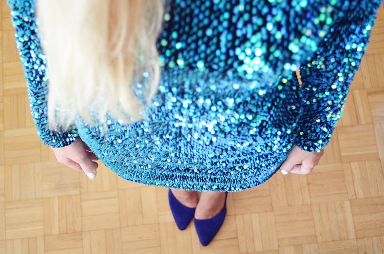 SEQUIN MOTEL ROCKS DRESS & BLUE HEELS