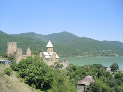 Tbilisi sea, Тбилисское море, Ananuri, Ананури крепость, Грузия #georgia georgia.jpg. степанцминда, Казбеги, Казбек, горы, Тбилиси, Мцхета, Ананури, путешествия, мы путешествуем, самостоятельные путешествия, что посмотреть в Грузии