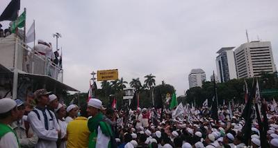 Massa Aksi 313 Bubarkan Diri Dengan Tertib