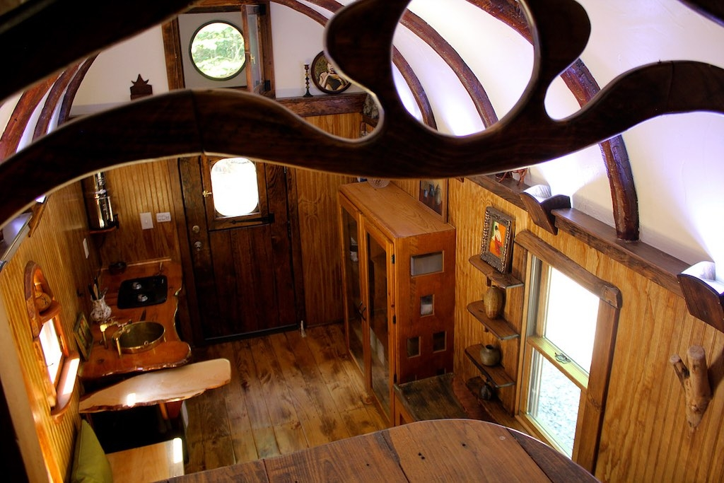05-The-Unknown-Craftsmen-Architecture-with-the-Vintage-looking-Tiny-House-on-Wheels-www-designstack-co