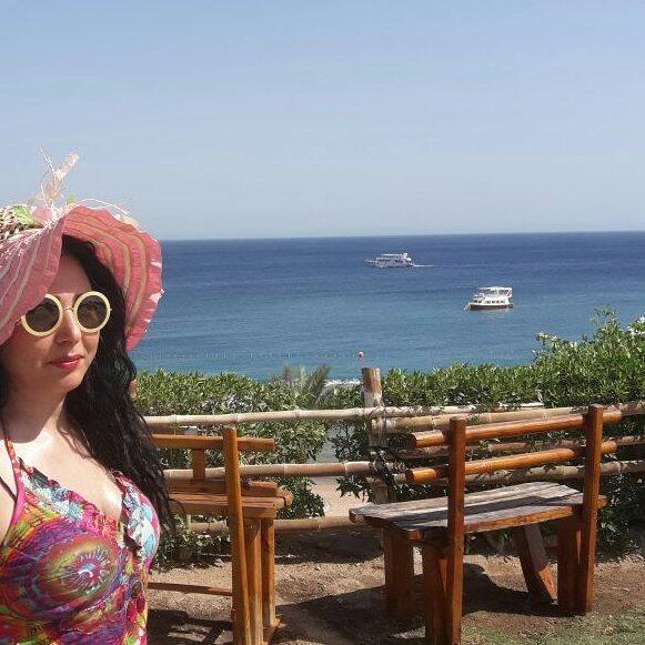 صور رحاب الجمل بملابس البحر وبدون مكياج تثير إعجاب محبيها