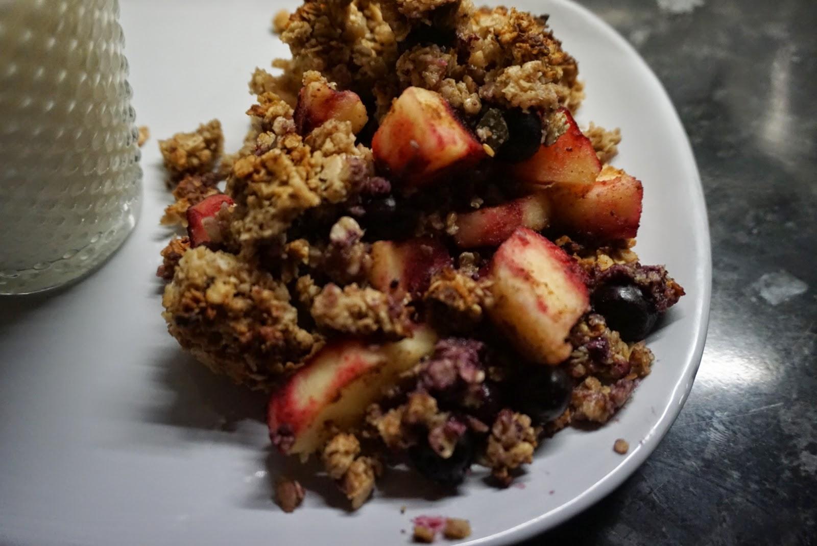 deliciously ella, fruit crumble, oats, pecans, no sugar