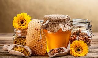 La jaleareal es un alimento nutritivo secretada por las abejas obreras en una colmena. La sustancia generalmente se alimenta a todas las larvas de la colonia.