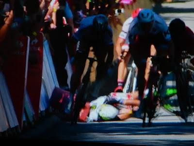 http://www.express.de/sport/sportmix/nach-attacke-beim-zielsprint-weltmeister-sagan-von-tour-de-france-ausgeschlossen-27914528