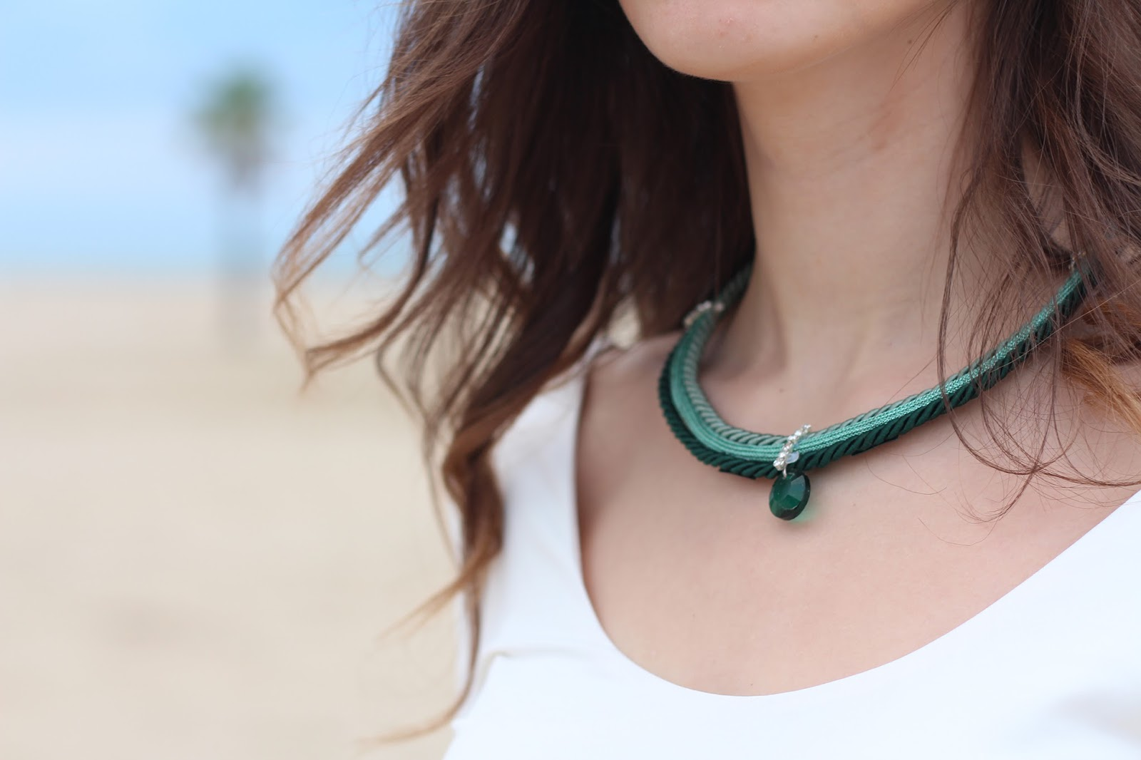 Eccezionale Chic con Charme Bijoux e una gonna verde smeraldo | Bow Of Moon JS73