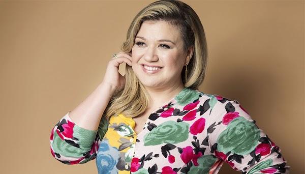 """Kelly Clarkson fala sobre seu novo álbum: """"Ainda é pop, mas tem mais soul""""!"""