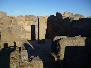 Estancia con pilastra central