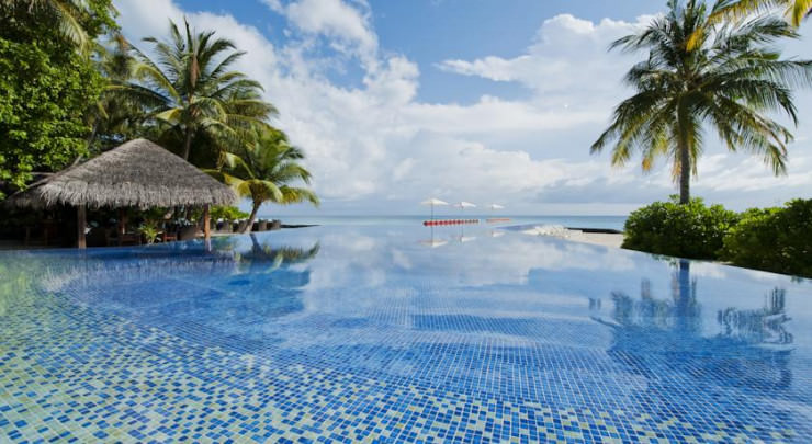 29 Most Amazing Infinity Pools in Pictures - Kuramathi Island Resort, Maldives