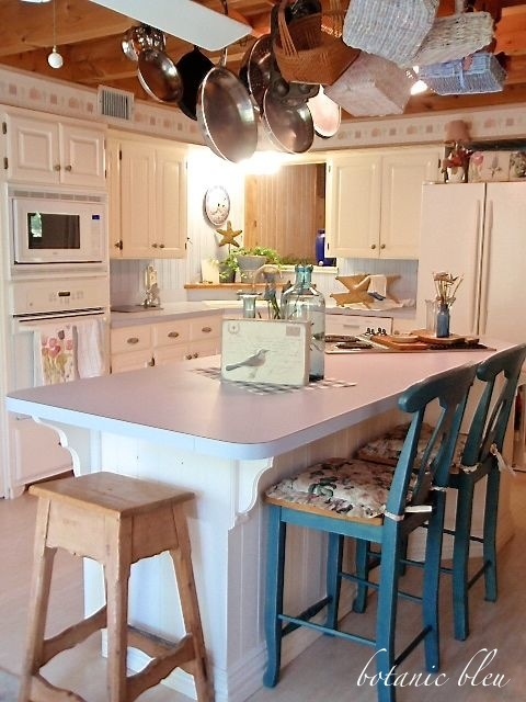 french-country-design-kitchen-blue-countertop